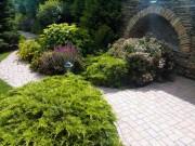 Дизайнерское-решение-ограды-в-пейзажном-саду