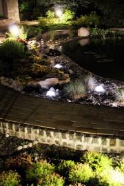 Светящиеся-камни-в-саду